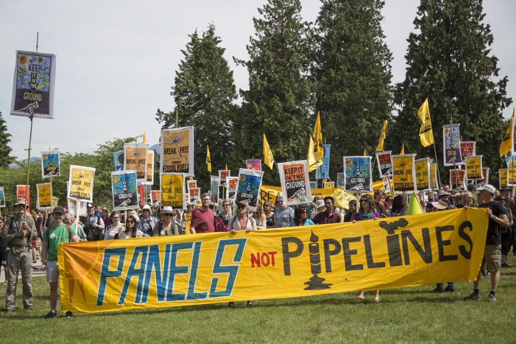 In May 2016 on six continents, thousands participated in rallies to break free from fossil fuels. Activists on the land and water in Vancouver boldly surrounded the Kinder Morgan oil facility on the Salish Coast to demonstrate that people power and renewable energy needs to be the future.