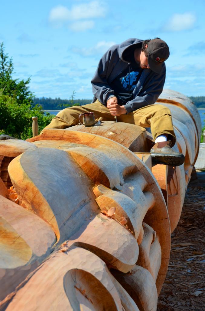 Gwaliga Hart carving Reconciliation Pole in Old Masset, Haida Gwaii
