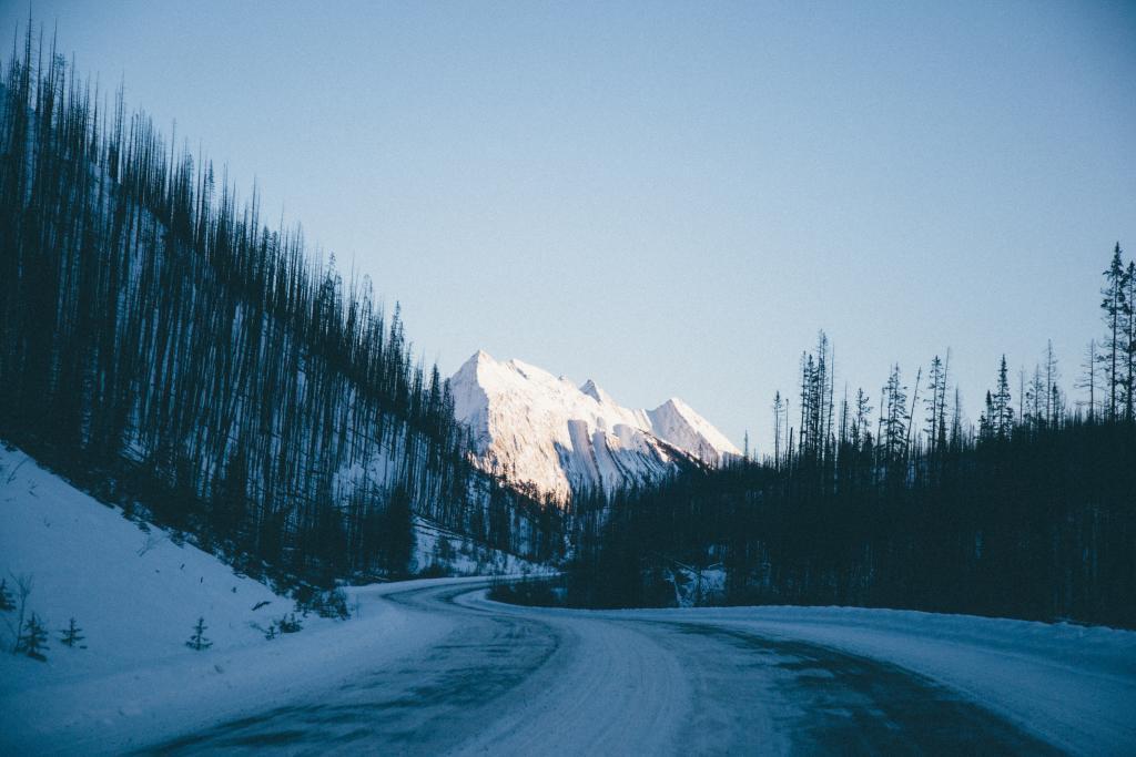 The winding narrow roads leading to Malign Lake