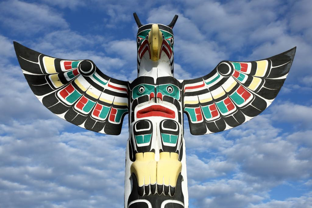 Native totem pole in Duncan BC of a Thunderbird.